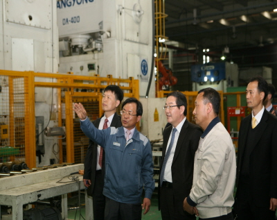 Dr. Park, KISTI CEO, field visit to SMEs in Kwangju City