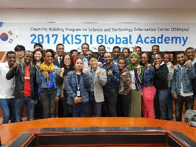 Group photo with participants in 2017 KISTI Global Academy image